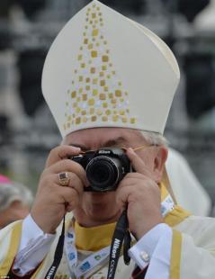 vescovo-scatta-foto-257350_tn