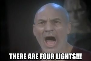 """Picard da Star Trek che protesta """"ci sono 4 luci!"""""""