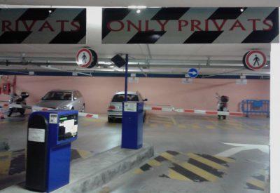 Cartello sbagliato, entrata parcheggio