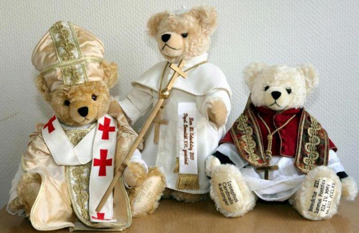 orsacchiotti ispirati a Benedetto XVI