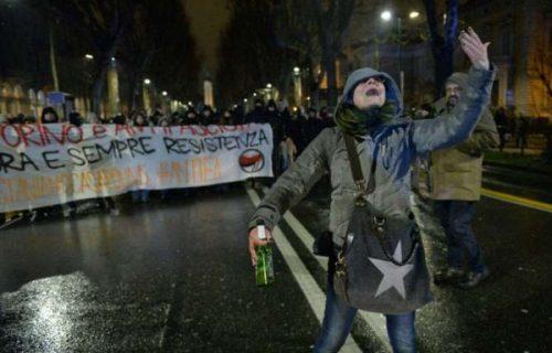 Lavinia Flavia Cassaro, la maestra dei centri sociali che insulta i poliziotti